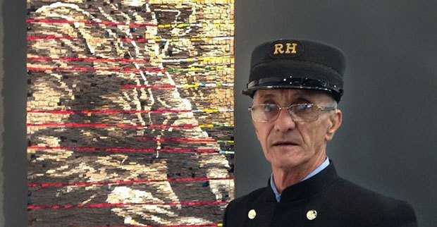 Image of old soldier in gallery