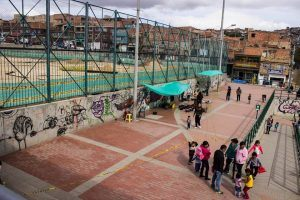 Drawing out the design, Paraiso, Bogota